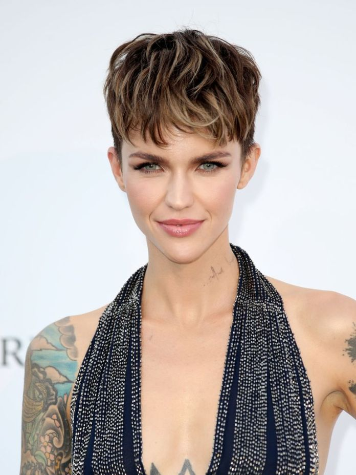 Ruby-Roses-Streaky-Pixie-1 15 Pixie Cuts for All Hair Textures in 2020