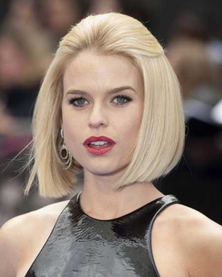 Short-Elegant-Blonde-Straight-Bob New Bob Hairstyles 2020