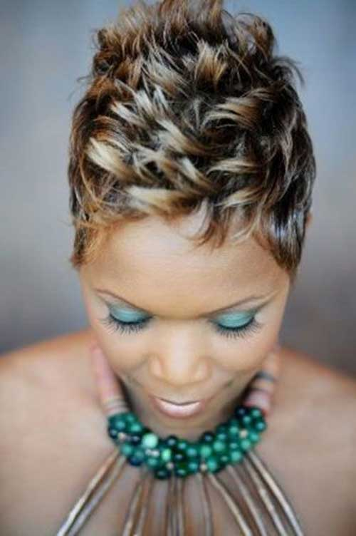 Short-Highlights-Pixie-Hairstyle-for-Black-Women-with-Spiked Naturally Short Hairstyles for Beautiful Black Women