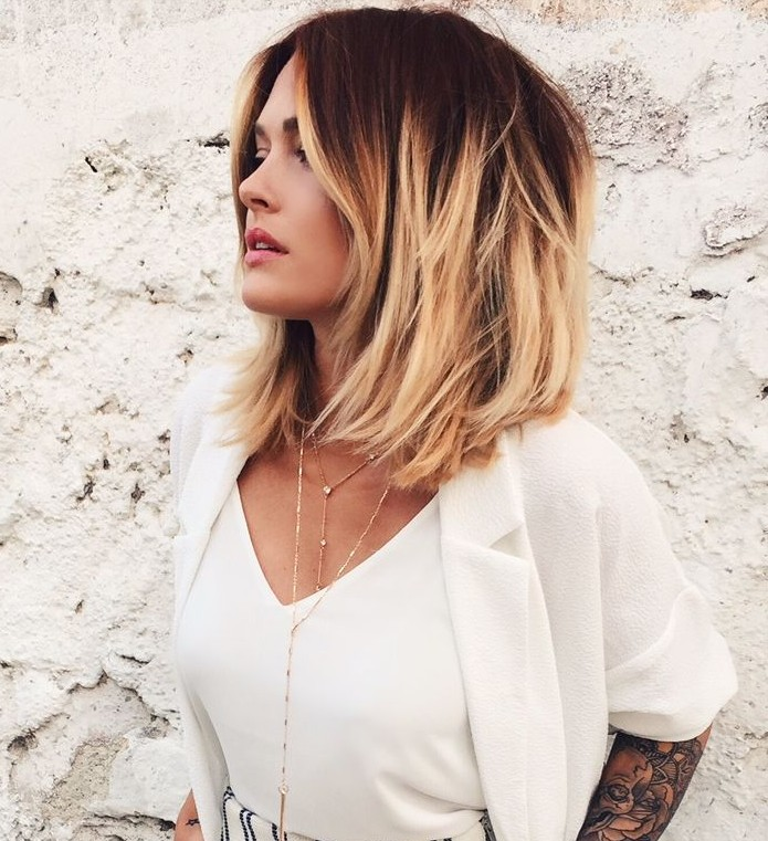 Textured-Lob-with-Highlights Lob Haircuts 2020 for Ultra Glamorous Looks
