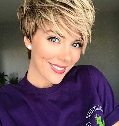 Blonde-Highlighted-Short-Layered-Hair 20 Layered Short Haircuts for Women