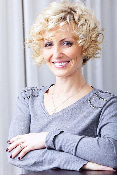Short-Blonde-Hairstyle-Over-50 Best Short Curly Hairstyles for Women Over 50