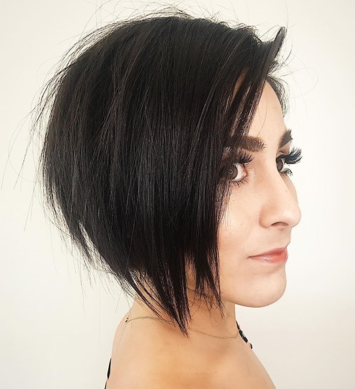 chin-length-cuts 12 Chic Hairstyles For Women With Long Faces