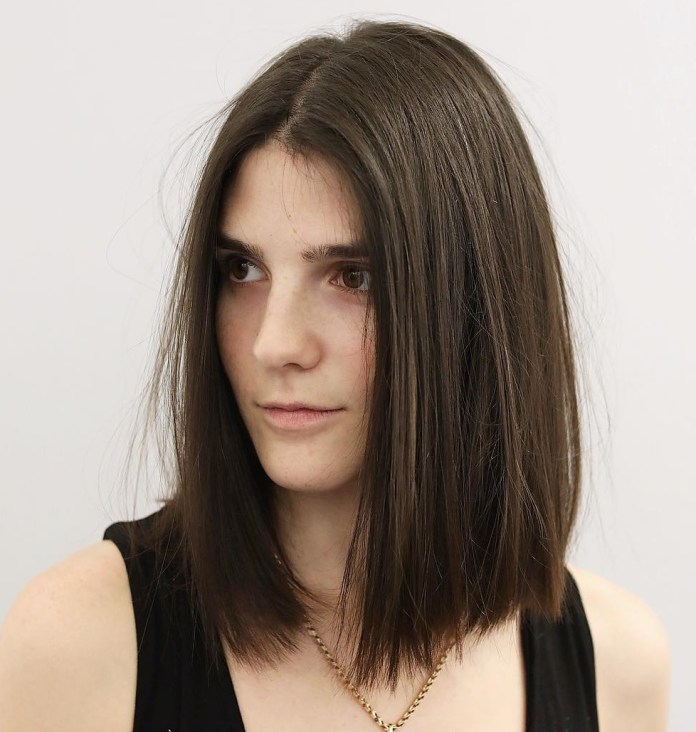 straight-lob 12 Chic Hairstyles For Women With Long Faces