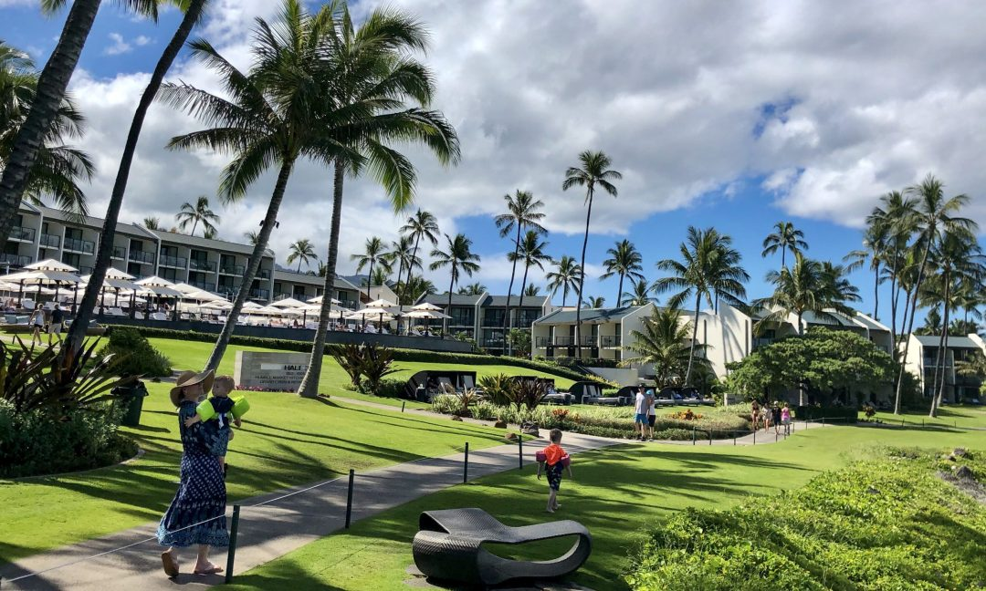 Tropical grounds of Wailea Beach Resort by Marriott