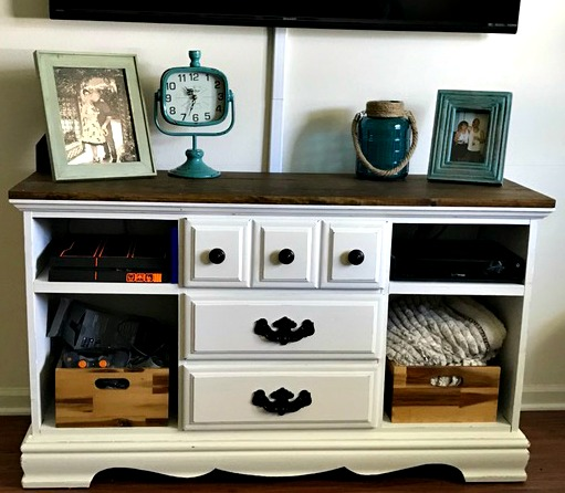 How to Turn a Yardsale Hutch into a TV Console