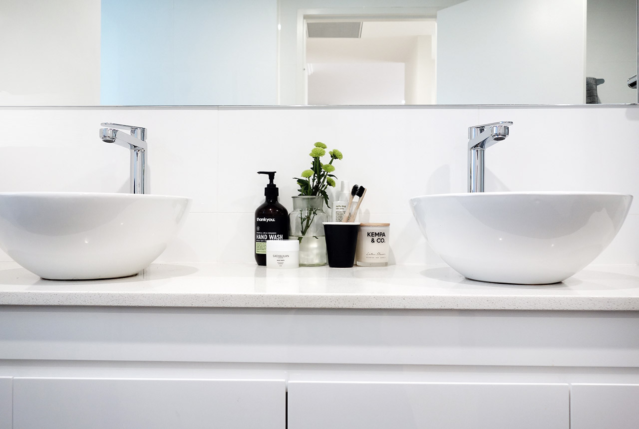 surry-hills-sydney-luxury-apartment-comme-co-toothbrush-11