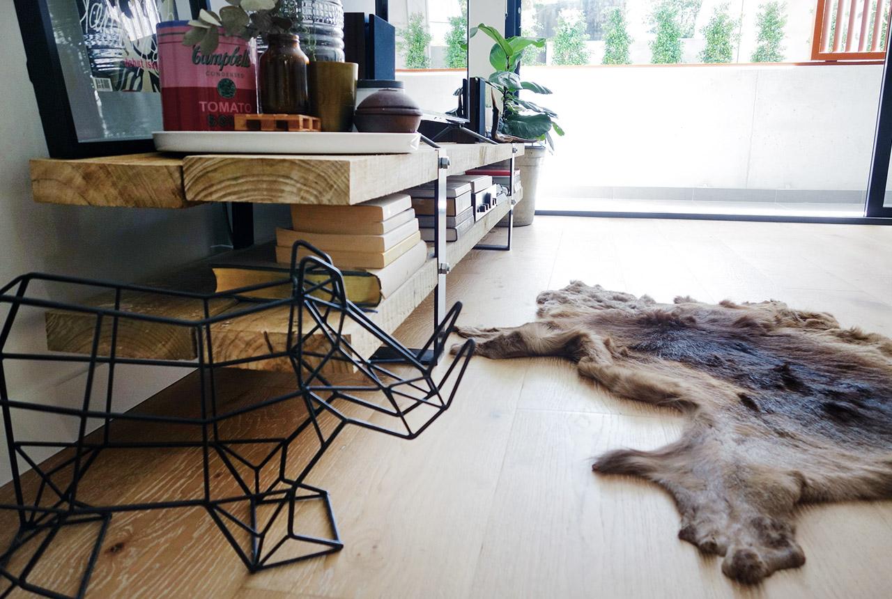 surry-hills-sydney-luxury-apartment-lounge-diy-steel-wood-tv-cabinet-fiddle-fig-leaf-tree-07