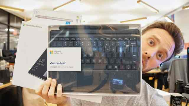Surface Pro Unboxing