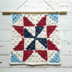 Quilt Square Wall Hanging | Mother's Day Crochet Pattern Round Up by The Unraveled Mitten