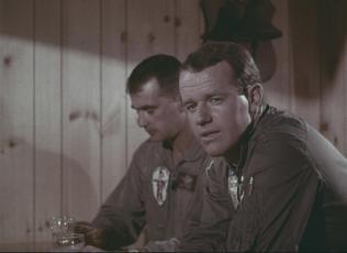 Capt. Kendall (Mike Farrell) watches Lt. Bob Blake.