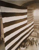 165-WW-167A-1: Flags - Largest flag in the world at Grand Central Terminal, New York