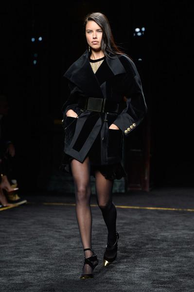 Adriana+Lima+Balmain+Runway+Paris+Fashion+zEHmOL-kgJEl