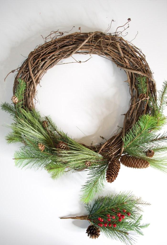 christmas wreath, wreath, christmas, DIY, holiday, decor, festive, decorations, natural wreath