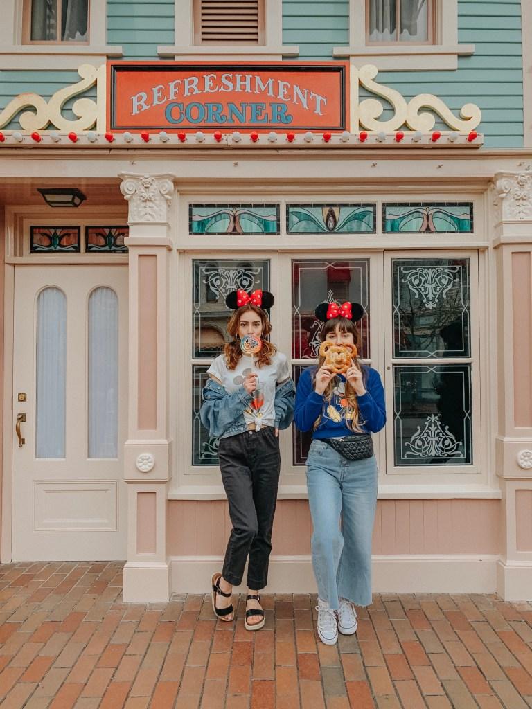 Disneyland, California, Main Street U.S.A, Instagram, Disneyland Instagram photo guide, photo guide, Disney, travel blogger, fashion blogger, travel, fashion, sisters