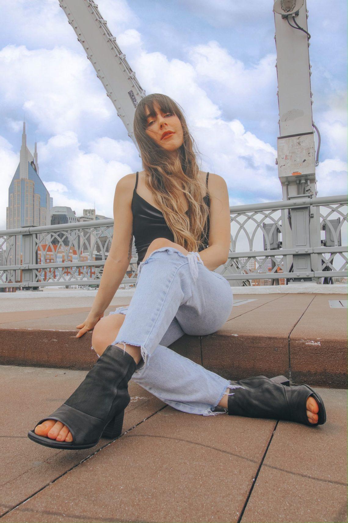 John Siegenthaler Pedestrian Bridge, city bridge, city views, cityscape, fashion, Nashville, TN, Instagram, photography, the best Instagram spots in Nashville, Nashville travel guide, travel, The Urban Darling, travel blogger, fashion blogger.