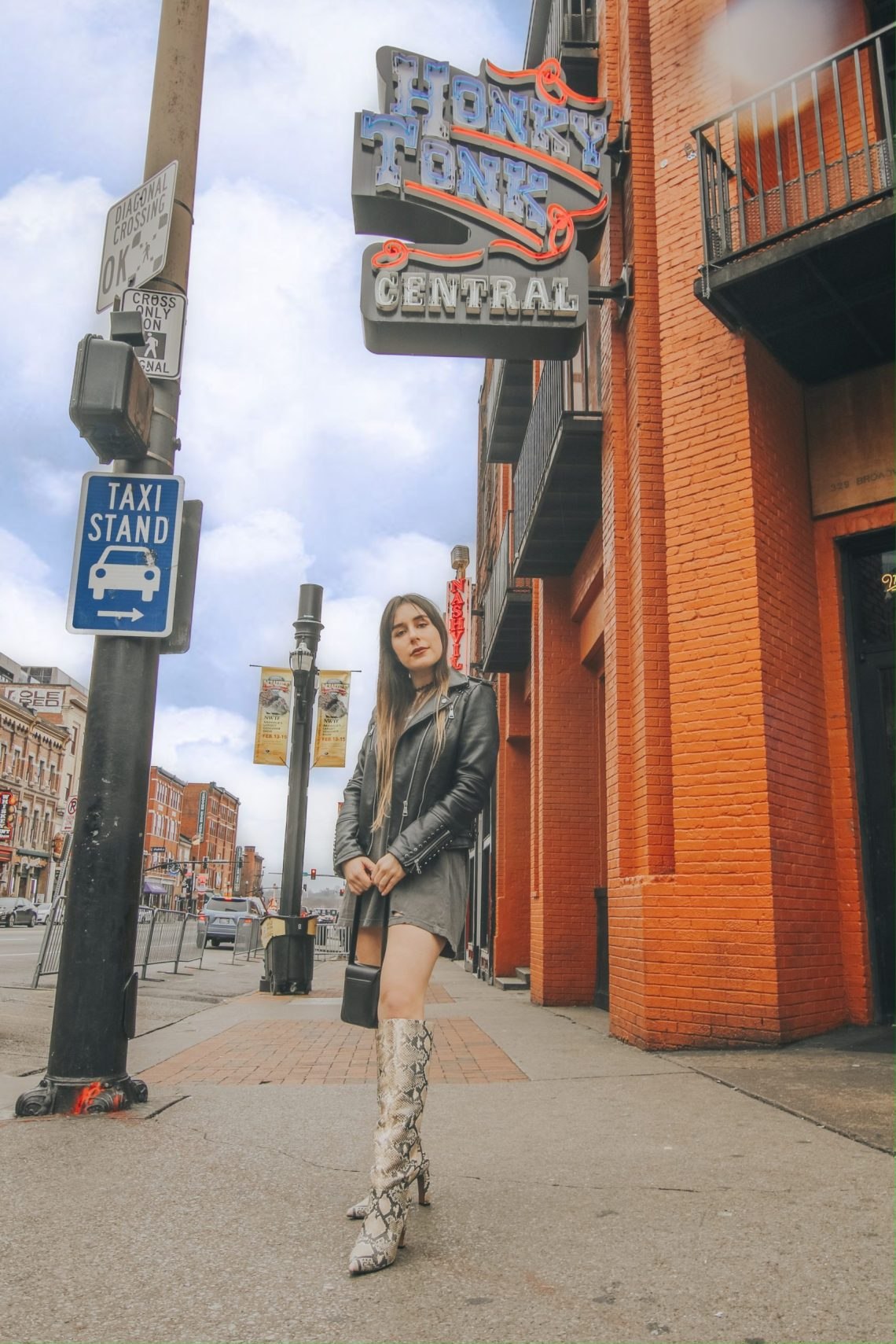 Broadway, Broadway St, neon signs, honky tonks, live music, Nashville, TN, Instagram, photography, the best Instagram spots in Nashville, Nashville travel guide, travel, The Urban Darling, travel blogger, fashion blogger.