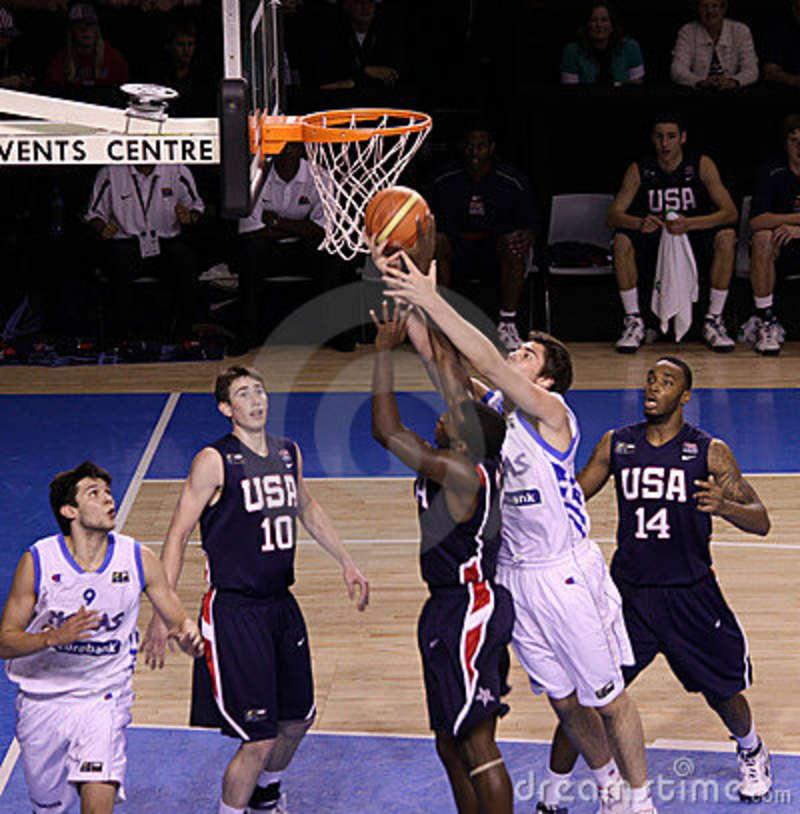 basketball-player-rebounding-10200260