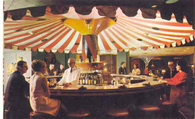 carousel bar, new orleans, NOLA, date places in NOLA, best cocktails new orleans, 1960s, vintage photos, vintage photographs, new orleans in the sixties