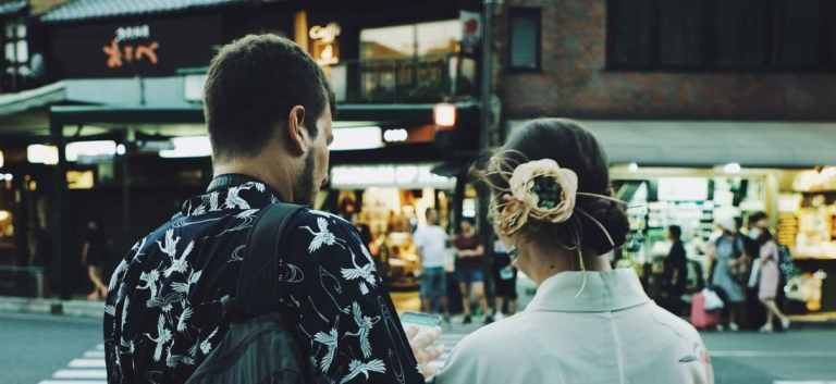 5 Dating Challenges Every Single Expat Faces