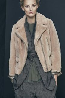 haina de blana peste sacou