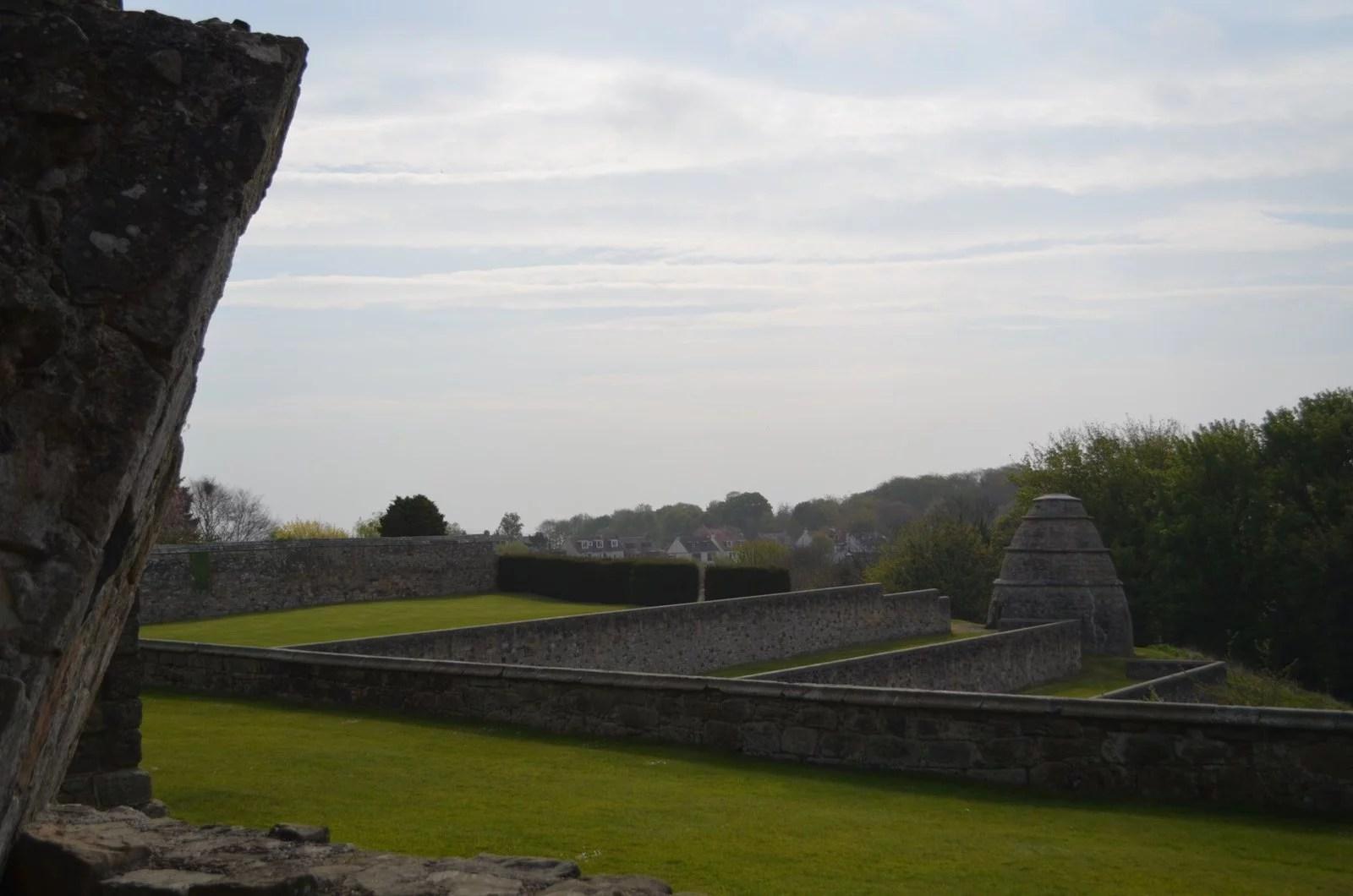 aberdour castle, garden, outlander
