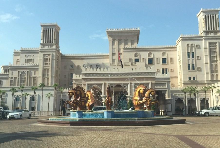 Beautiful-Entrance-Madinat-Jumeirah-The-Urban-Traveler-1