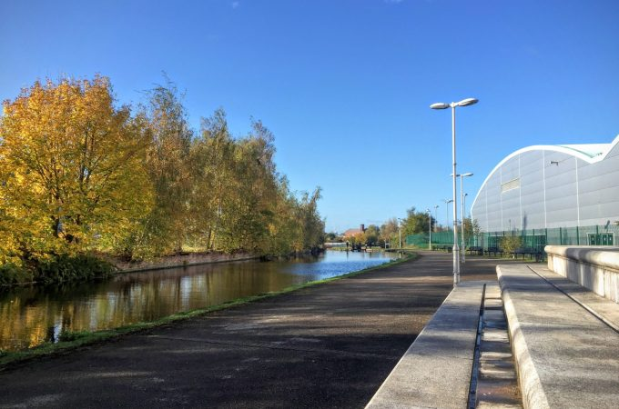 Walk and Picnic Down the Ashton Canal PLUS Tips to help you get outside!