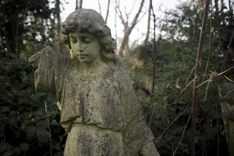 Nunhead Angel by fotologic cementery halloween 2016 london cementries
