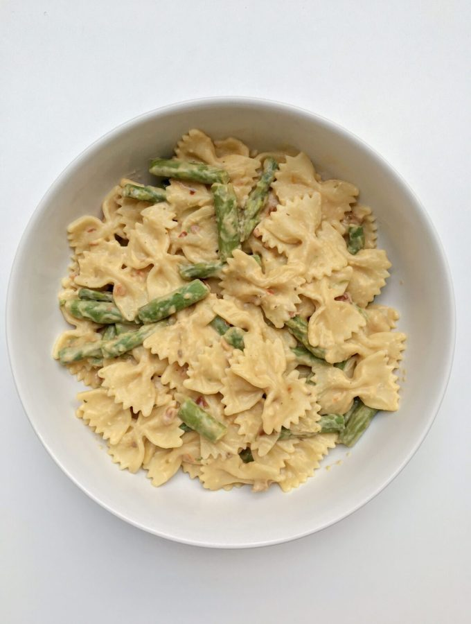 One-Pot Asparagus and Sun-Dried​ Tomato Hummus Pasta