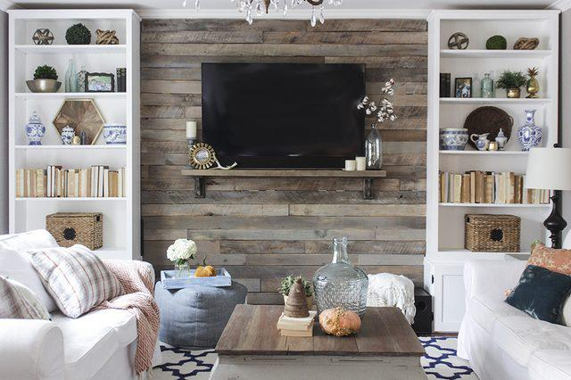 picture wall lined wooden pallet