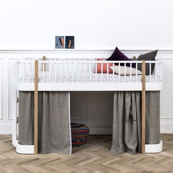 Children's rooms in white (furniture)