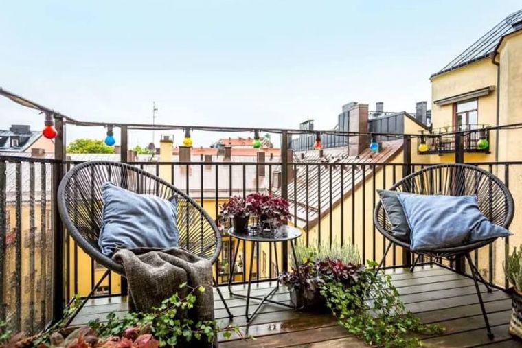 decorate small wicker balcony