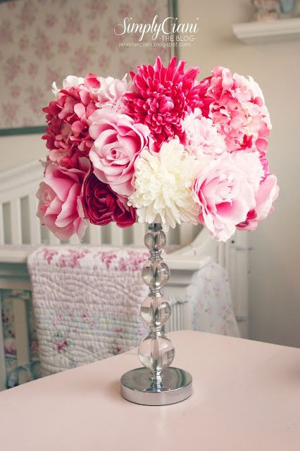 Screens decorated with DIY flowers