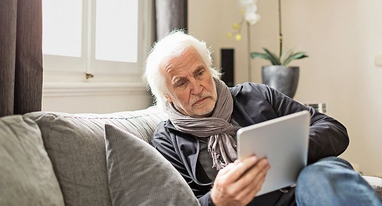 coronavirus elderly person