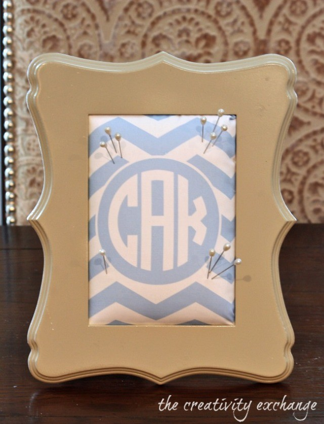"Framed-pin-cushions-using-free-monogrammed-printables-printed-on-fabric-The-Creativity-Exchange ""src ="" https://www.tendenciesydecoration.com/wp-content/uploads/Framed-pin-cushions -using-free-monogrammed-printables-printed-on-fabric-The-Creativity-Exchange.jpg"