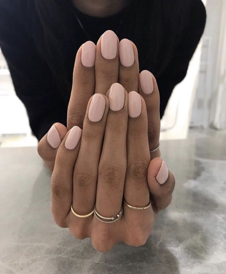 summer-cream-nails-2020