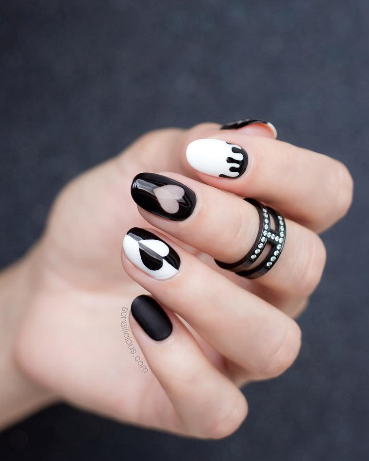 Geometric nails-white-black