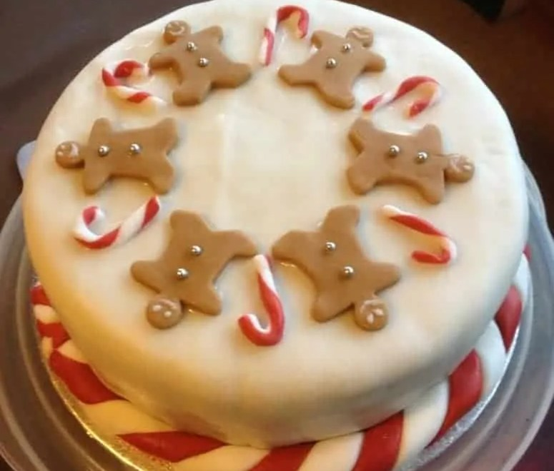 Gingerbread Men and Candy Cane Christmas Cake
