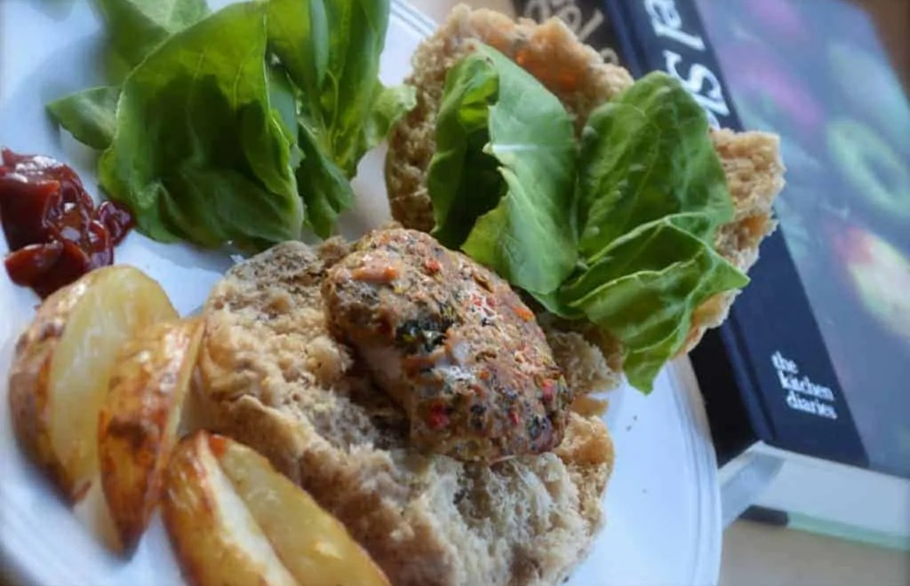 Pork and Chilli burgers with lime and coriander