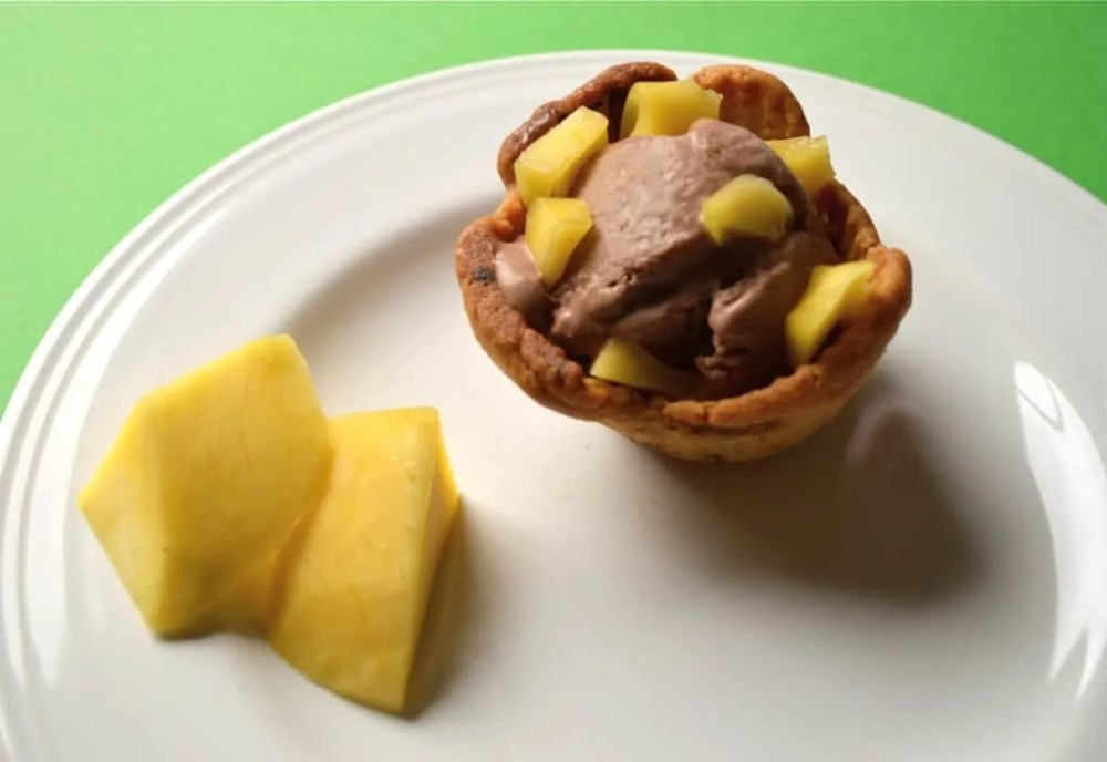 Chocolate and mango ice cream cookie cups