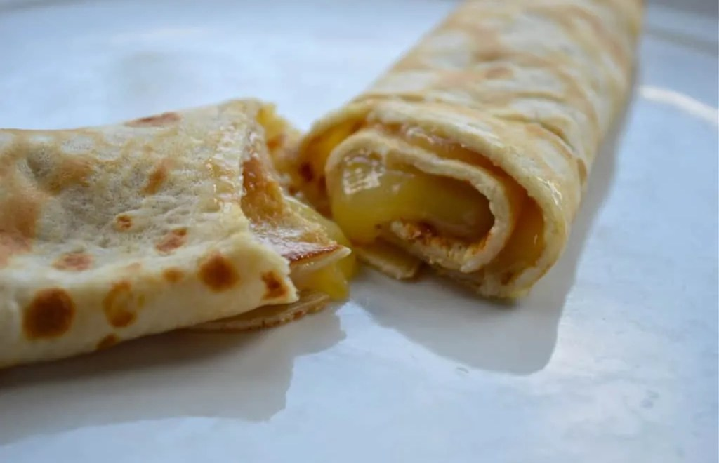 Lemon curd crêpes – it's all in the tossing