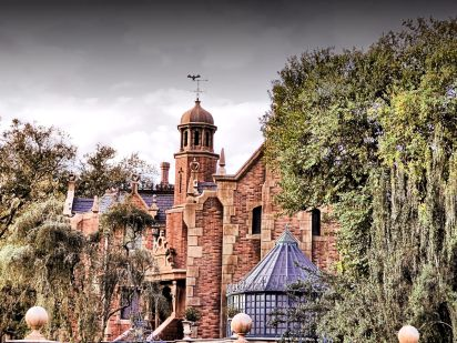 """Haunted Mansion Liberty Square"" by magicalfanaticism is licensed under CC BY"
