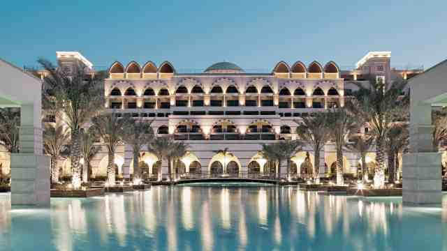 Best Hotels on The Palm Dubai - Jumeirah Zabeel Saray | The Vacation Builder