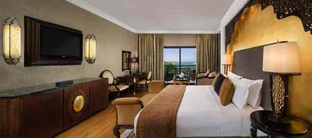 Zabeel Saray Bedroom | Best Hotels on The Palm Dubai | The Vacation Builder