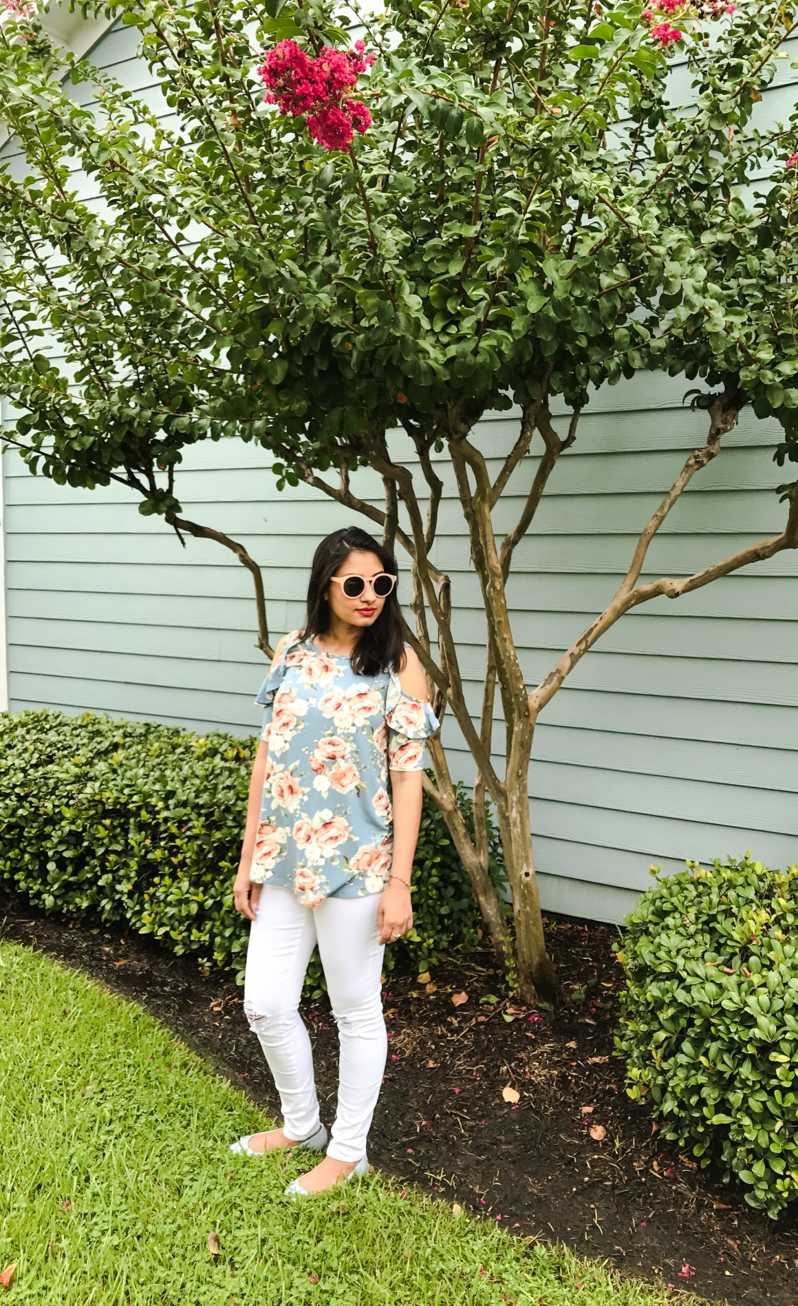 Center of Attention Floral top & white jeans