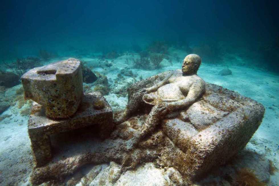 """Inertia"" Underwater Sculpture inS Salon Nizuc by Jason DeCaires Taylor"
