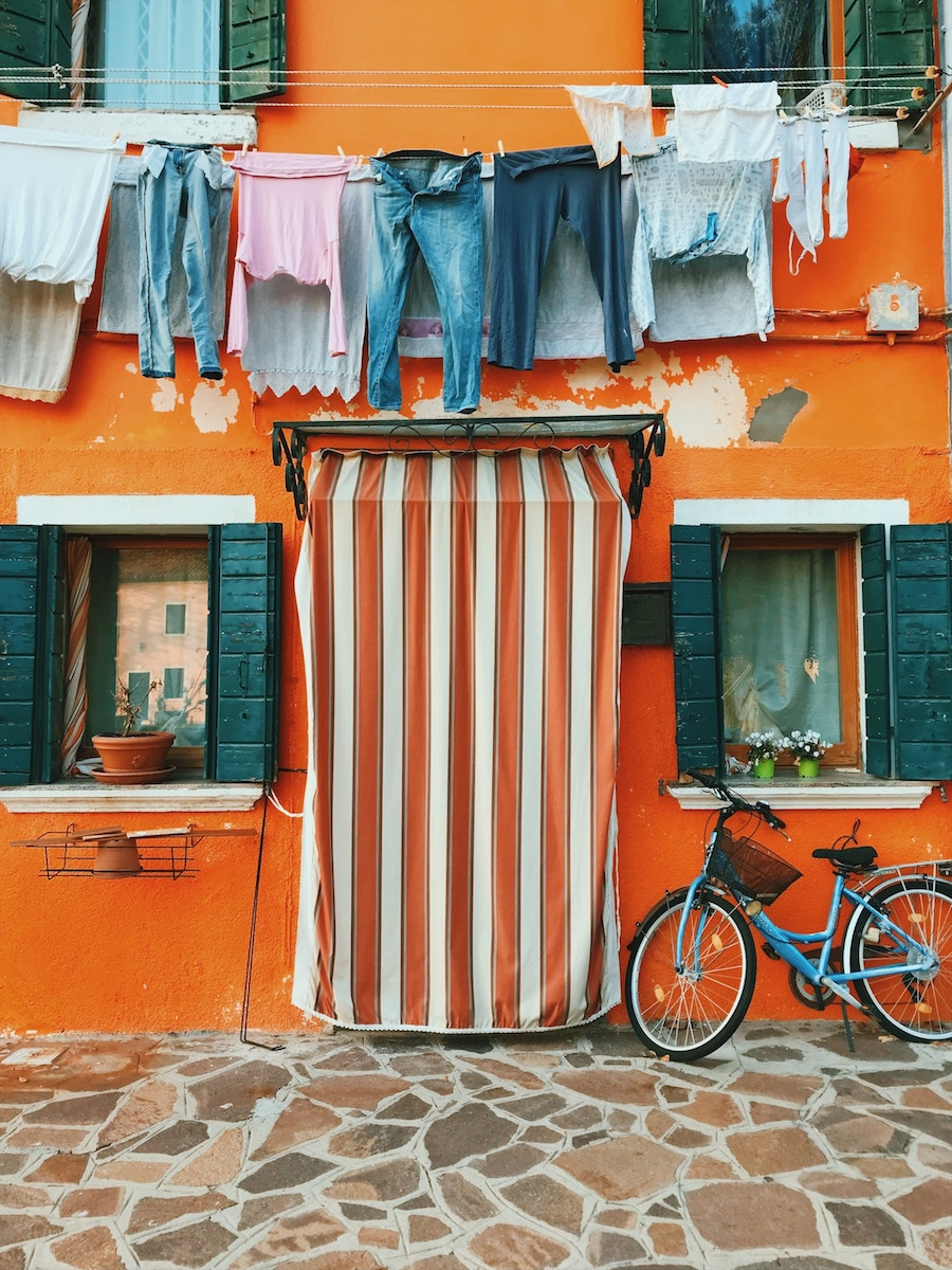 Burano island, Italy. Photo by José Alejandro Cuffia on Unsplash