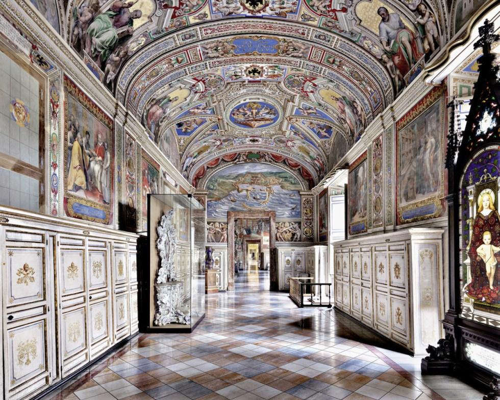 Biblioteca Apostolica Vaticana, Rome, Italy. Photograph © Massimo Listri / TASCHEN