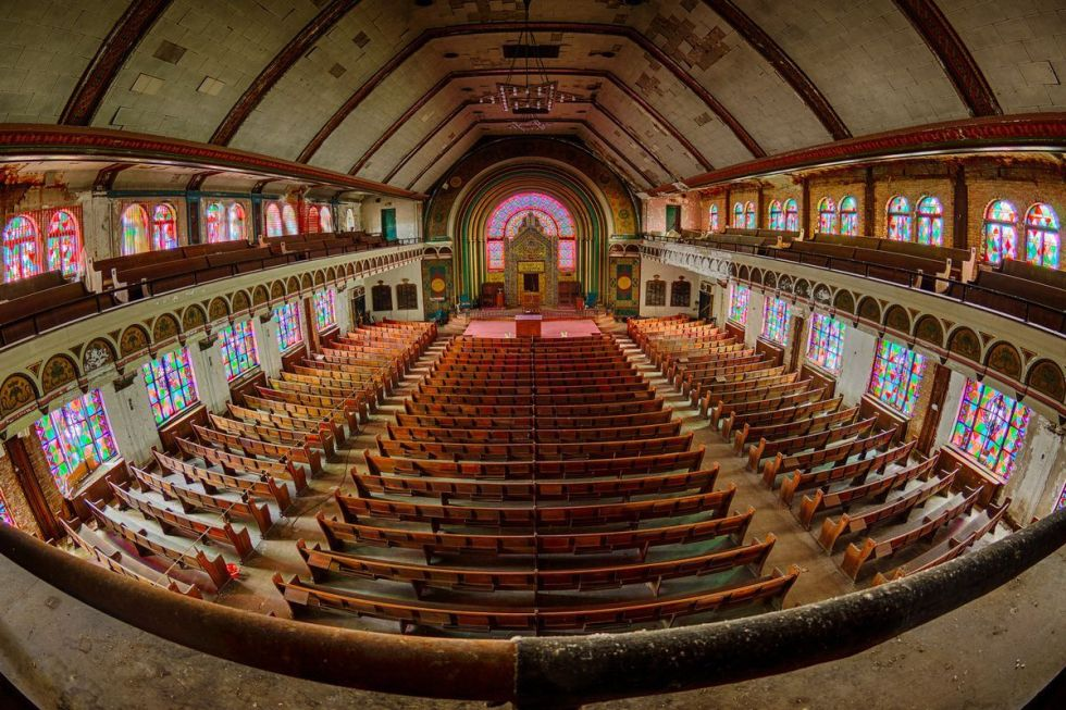 Uptown's Agudas Achim Synagogue in Chicago before turning into 40 residences. Flickr Creative Commons/Mike Boening Photography